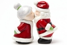 Magnetic Salt and Pepper Shaker Set (Santa and Mrs Claus) - 4 inch [12 units]