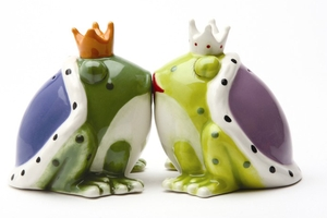 Magnetic Salt and Pepper Shaker Set (Kiss A Lot of Frogs) -  4 inch